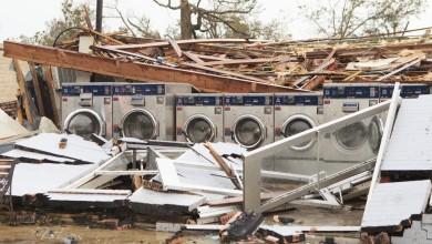 Photo of Sobe para 16 número de mortos por furacão Laura nos EUA; Trump visita região atingida