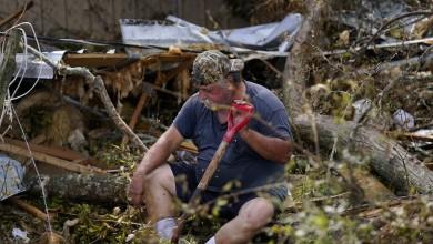 Photo of Após passagem do Laura, família do sul dos EUA tem casa atingida por furacão pela 3ª vez