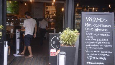 Foto de Rio: prefeitura aplica multas e fecha bares para reprimir aglomerações