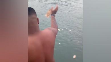 Foto de Participante de festa em barcos de luxo joga notas de R$ 50 no mar no litoral de SP; VÍDEO