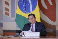 Photo of Hamilton Mourão rebate críticas às queimadas